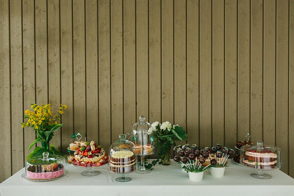 dessert table boho