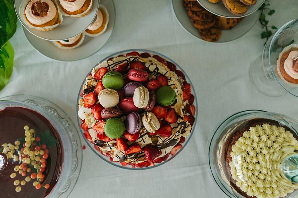dessert table macaroon